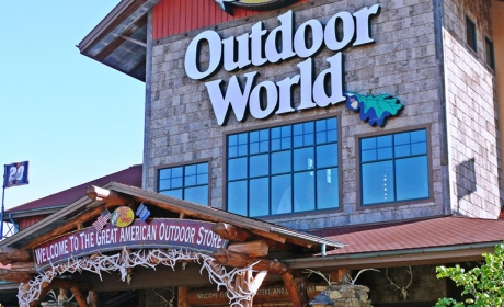 Bass Pro Shops Entrance by Kwiatkowsky Masonry
